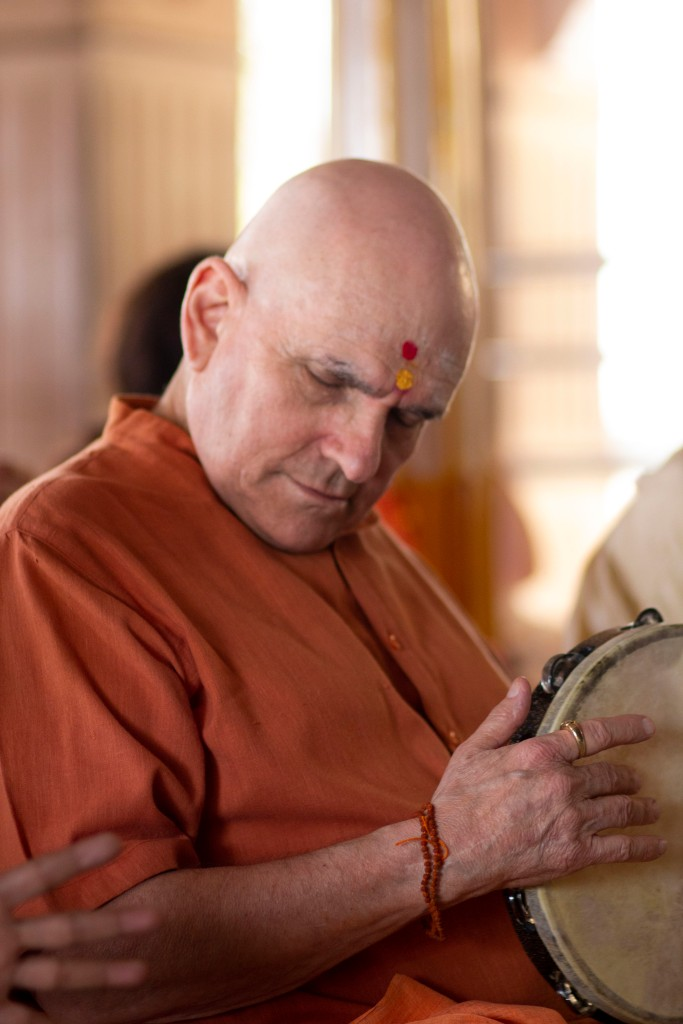Swami Shankarananda at Vajreshwari temple, India